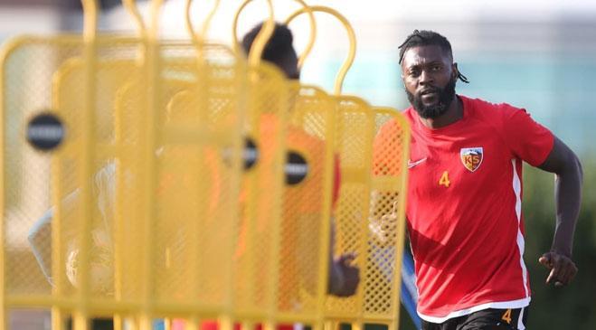 Forvet transferi yapmak isteyen Yeni Malatyaspor'un ilk hedefi Emmanuel Adebayor