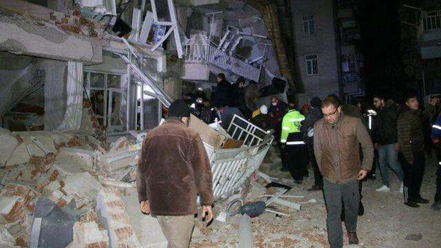 AFAD'dan Elazığ depremi açıklaması: 7 gün 24 saat çalışma esasına geçildi