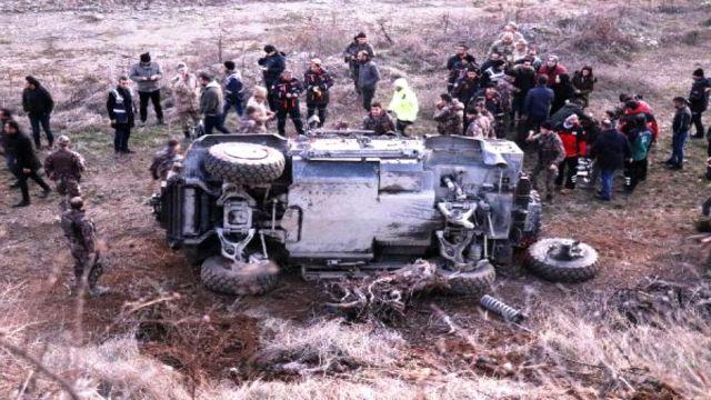 Doğanyol'da zırhlı araç şarampole devrildi: 5 polis yaralı