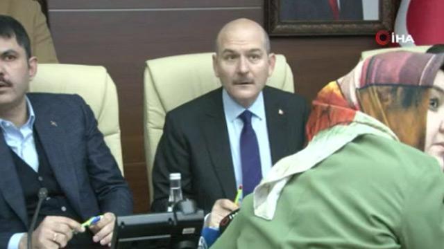 3 bakan Elazığ'daki depreme canlı yayında yakalandı