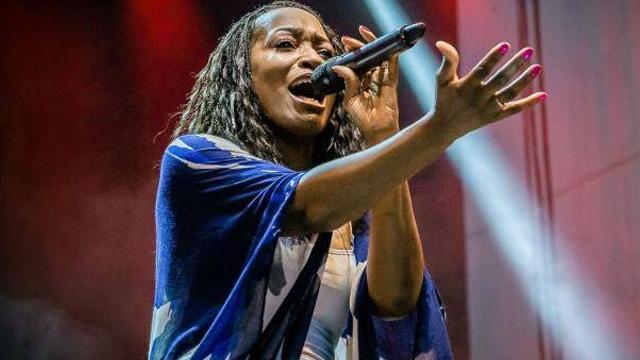 Dünyaca ünlü ses sanatçısı Della Miles Elazığ'a seslendi: İçimiz ve ciğerimiz yanıyor