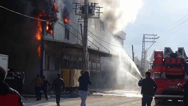 Hatay'da gıda fabrikasında çıkan yangın kontrol altına alındı