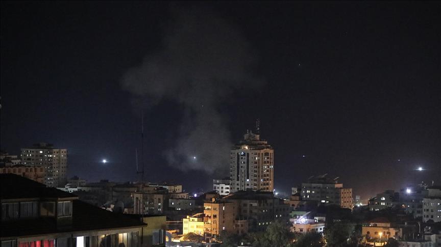 Terör devleti İsrail yine Gazze'yi vurdu