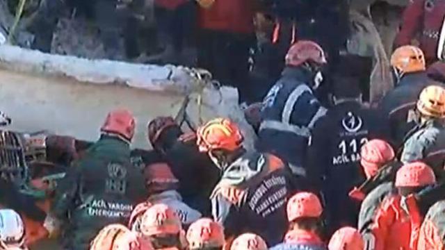 Elazığ'da enkaz altındaki 4 kişi daha çıkarıldı