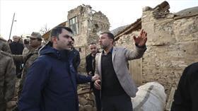 Bakan Kurum depremin vurduğu Çevrimtaş köyünde inceleme yaptı