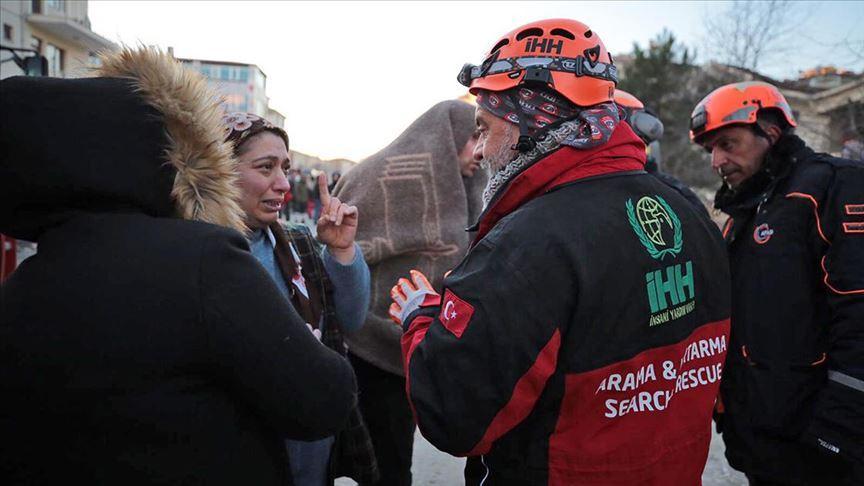 İHH ekipleri, depremzedeleri yalnız bırakmadı