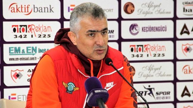 Akhisarspor'da Mehmet Altıparmak ile yollar ayrıldı!