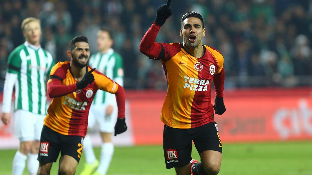 Galatasaray'a Falcao ve Saracchi'den kötü haber geldi