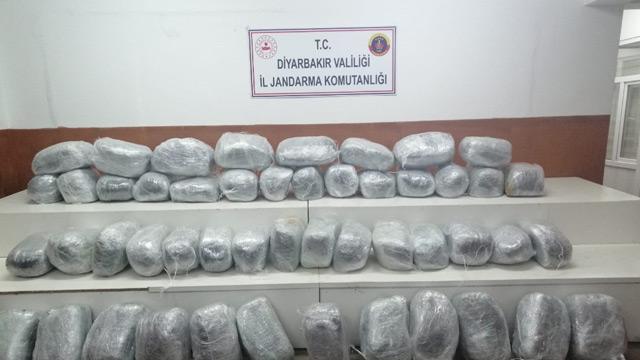 Diyarbakır'da saklanan 250 kilogram esrar ele geçirildi