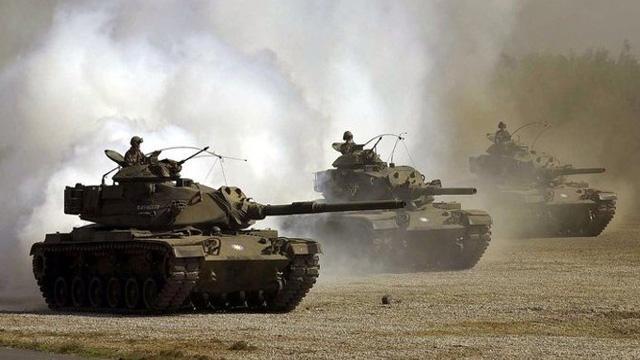 Türkiye-Suriye sınırına çok sayıda zırhlı askeri araç sevk edildi