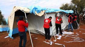 ABD gibi işgalci değiliz! İyilik götürüyoruz... Türk Kızılay'dan İdlib'deki çatışmalardan kaçanlara yardım eli