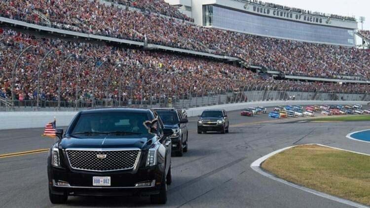 ABD tarihinde ikinci kez... Trump Daytona 500 yarışlarının startını verdi