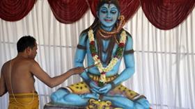 Trendeki koltuk Hindu tanrısı adına rezerve edildi Tanrı yakınımızda