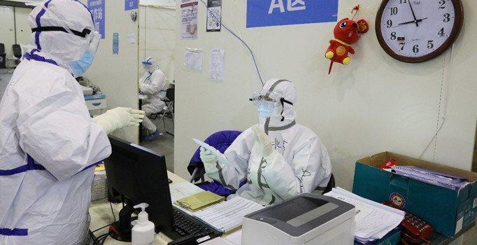 Ailesine koronavirüs teşhisi koyulan bebek, doğumundan sonra karantinaya alındı