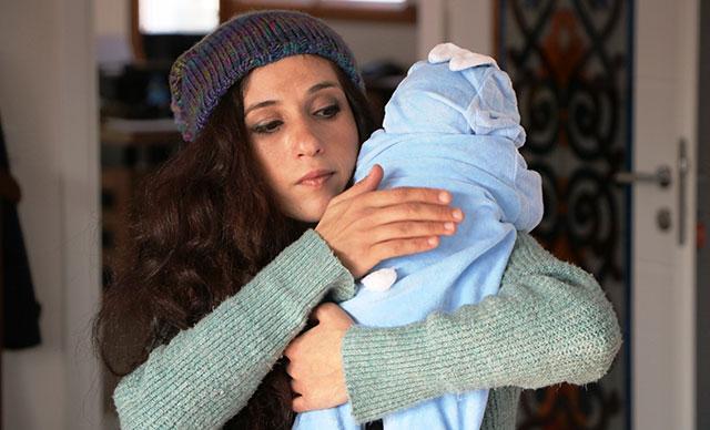 7 aylık bebeğini aldırmadığı için darp edilen kadın, bebeğine kendi soyismini verdi