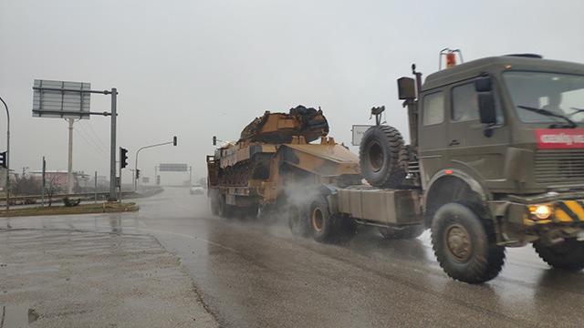 TSK'dan Suriye sınırına tank sevkiyatı