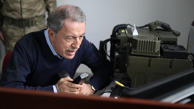 Bakanı Akar, İdlib'deki faaliyetlerin idare edildiği Taktik Komuta Yeri'nde