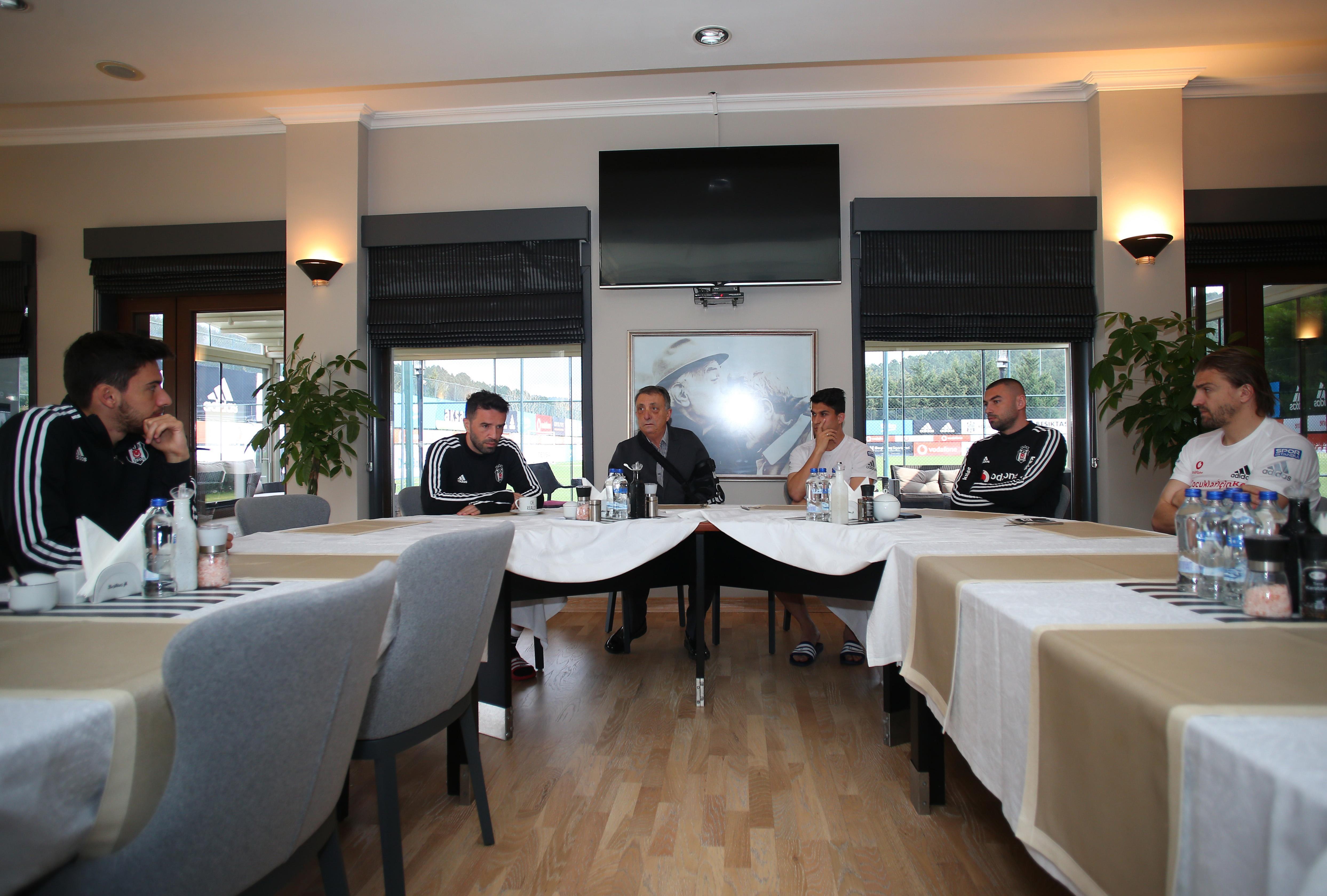 Başkan Çebi, Trabzonspor derbisi öncesi futbolcularla buluştu