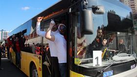 Galatasaraylı taraftarlar Kadıköy'e hareket etti
