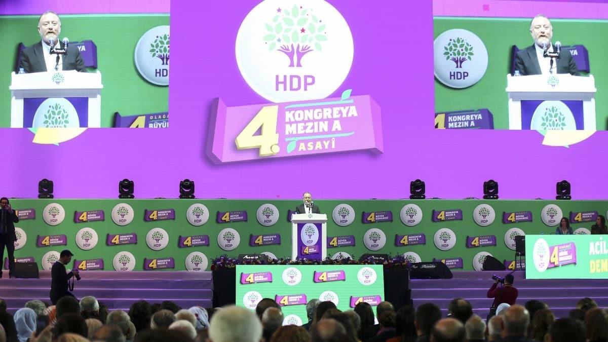 """HDP'liler kongrede sözde """"devrim şehitleri"""" için saygı duruşunda bulundu"""