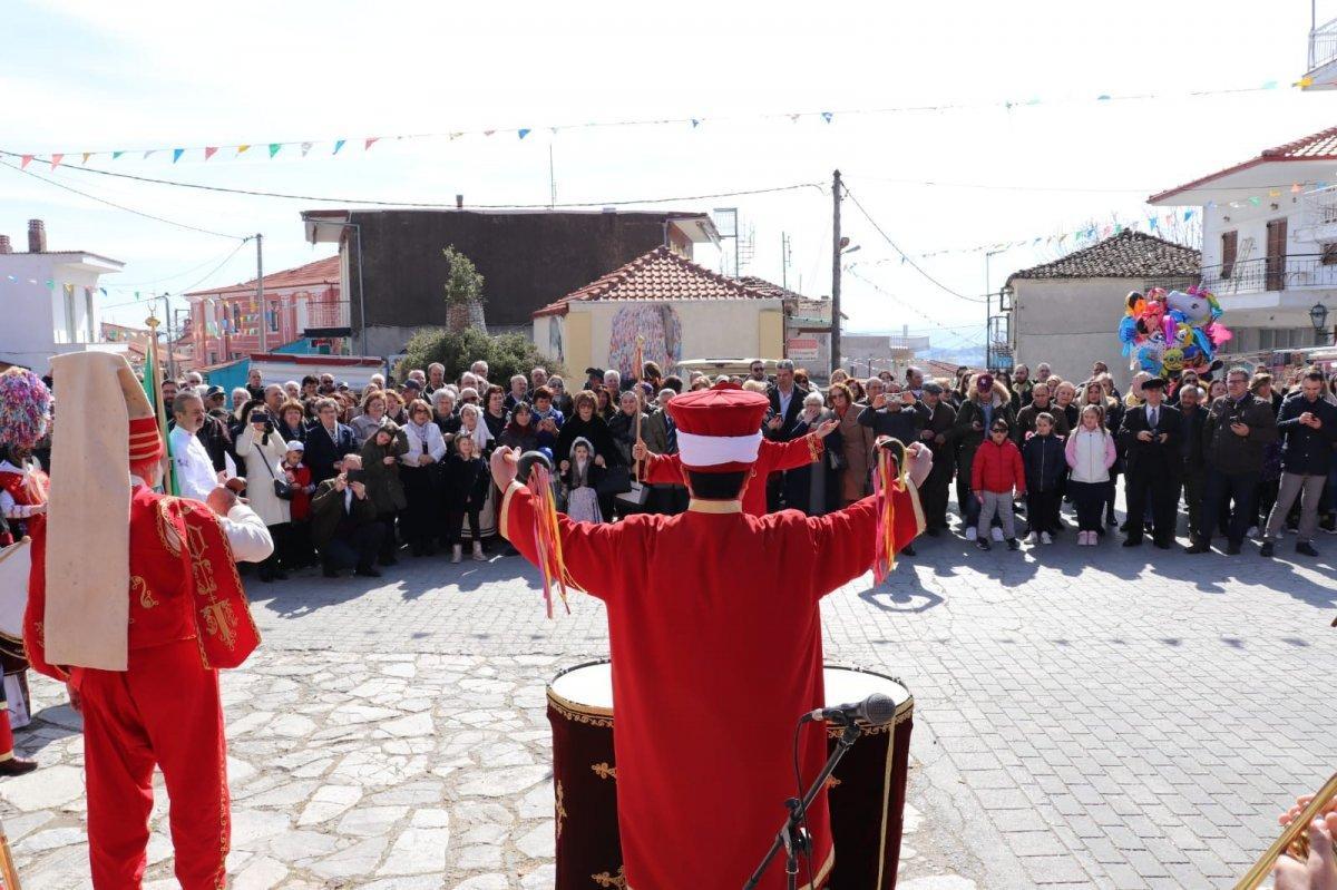 Şanlı bayrağımızı yırtan züppeye en güzel cevap! Yunanistan mehter takımının zafer marşlarıyla inledi
