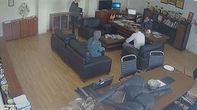 İstanbul'da bir lisede skandal! Müdür odasında kızıyla tartışan öğrenciyi yumrukladı