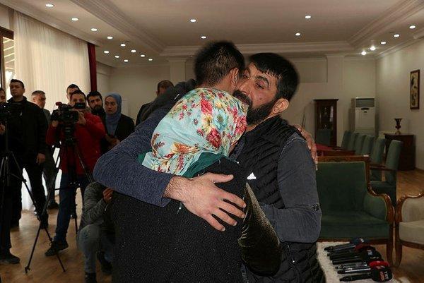 Diyarbakır'daki evlat nöbetinde 9. buluşma! Muhteber Birlik PKK'dan kaçan oğluna kavuştu