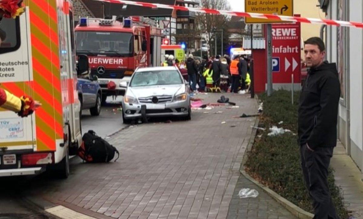 Almanya'da karnaval alanına araçlı saldırı! 15 kişi yaralandı