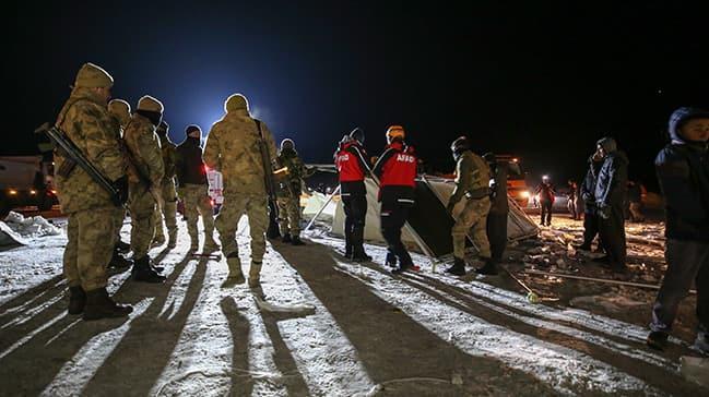 AFAD, UMKE ve Jandarma bölgede... Depremin yaraları sarılıyor