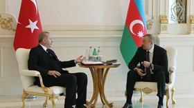 Başkan Erdoğan, mevkidaşı Aliyev'e tespih hediye etti