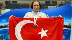 Bakan Kasapoğlu'ndan dünya şampiyonu özel sporcu Fatma Damla Altın'a tebrik