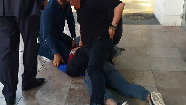 Şantaj paralarını sokağa saçtı ama yine de polisten kurtulamadı