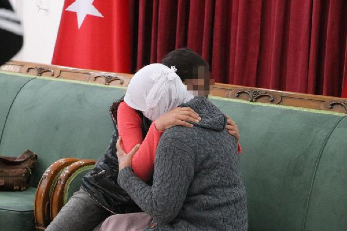 PKK'nın Diyarbakır'daki HDP Şubesi önündeki iki aile daha evladına kavuştu