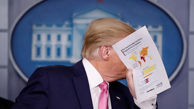 Trump'tan koronavirüs açıklaması: Grip muamelesi yapın