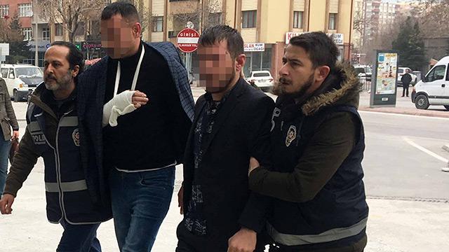 Bakkaldan 500 lira haraç istediler, vermeyince oğlunu bıçakladılar