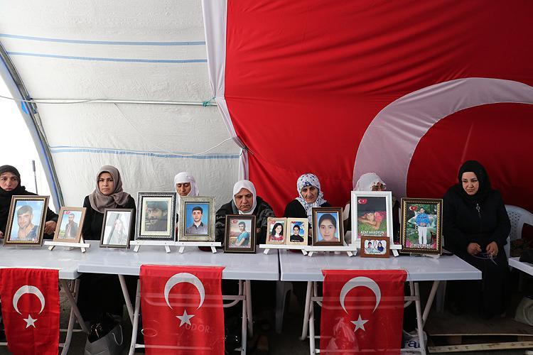 Diyarbakır annesi Saliha Mert: Bugün çok üzgünüz. Her şehit içime bir ateş düşürüyor