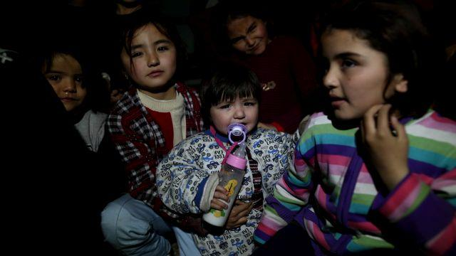 Göçmenler umut yolculuğu için hava şartlarının düzelmesini bekliyor