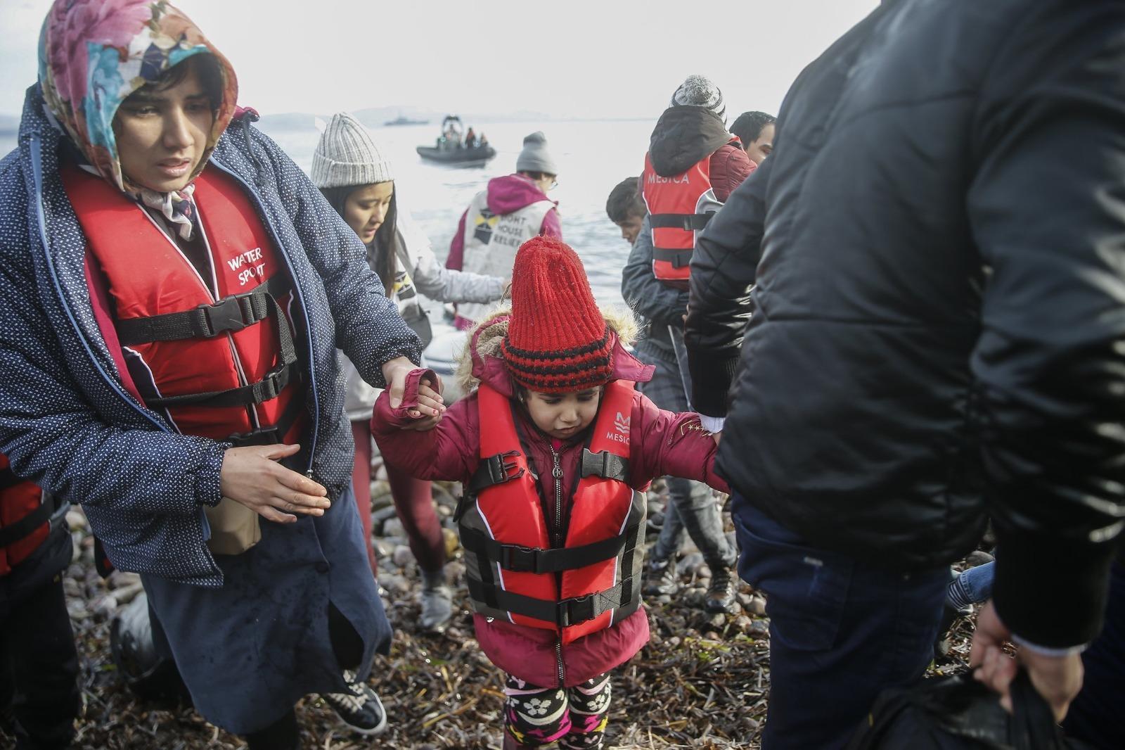 Türkiye'nin hamlesi panik yarattı! Yunanistan sınıra asker yığıyor... Giriş çıkışları kapattı
