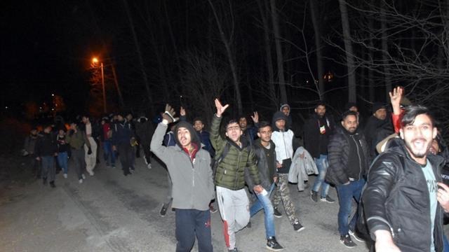 Türkiye Avrupa kapılarını açtı, göçmenler sınıra akın etti