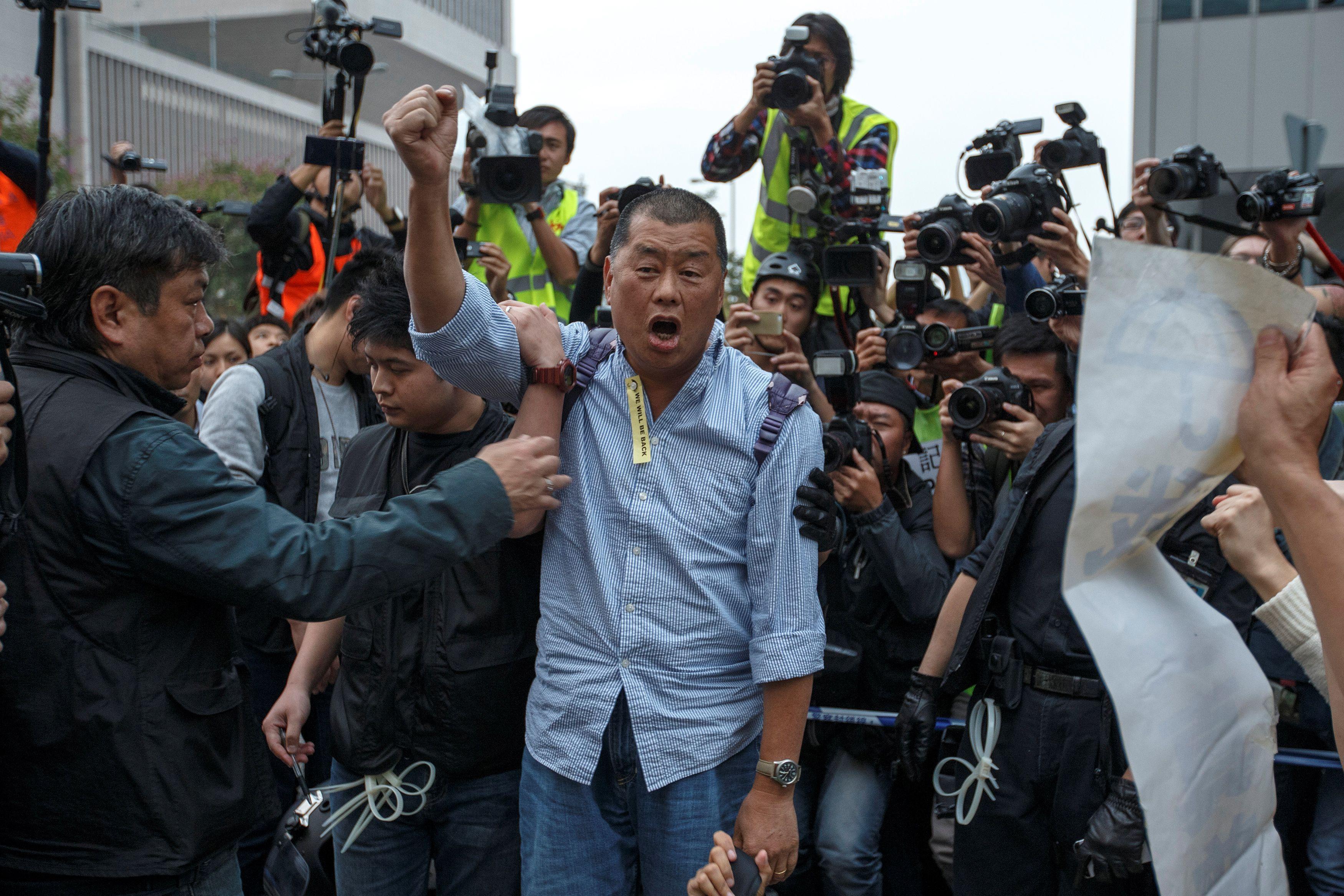 Hong Kong'da hükümet karşıtı gösterilere karışan muhaliflere gözaltı