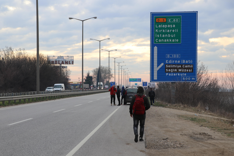 Avrupa'ya gitmek isteyen düzensiz göçmenler sahil bölgeleri ve sınır kapılarına hareket etti