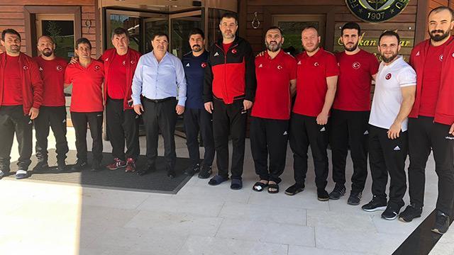 Güreş Federasyonu Başkanı Aydın, milli takımların kampını ziyaret etti