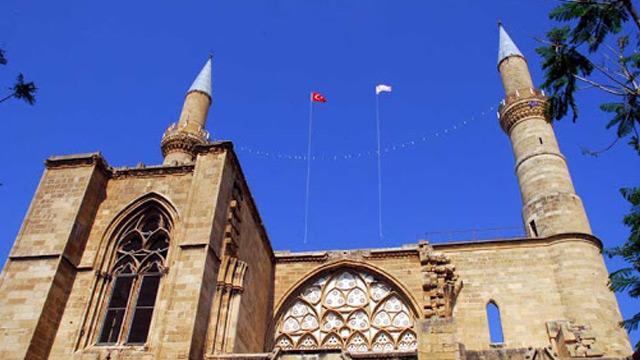 KKTC'deki camilerde, İdlib şehitlerine Kur'an-ı Kerim okundu ve dua edildi