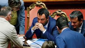 İtalya eski Başbakanı'ndan AB'ye sert sözler: Yılanlar ve çakallar mağarası