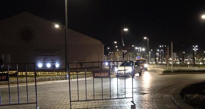 Dünyaca ünlü Konyaaltı Sahili çift yönlü araç trafiğine kapatıldı