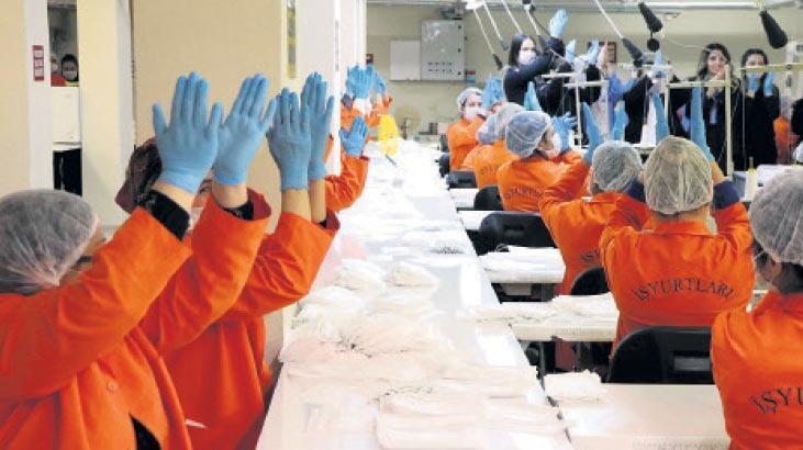 Kadın hükümlüler maske üretiyor