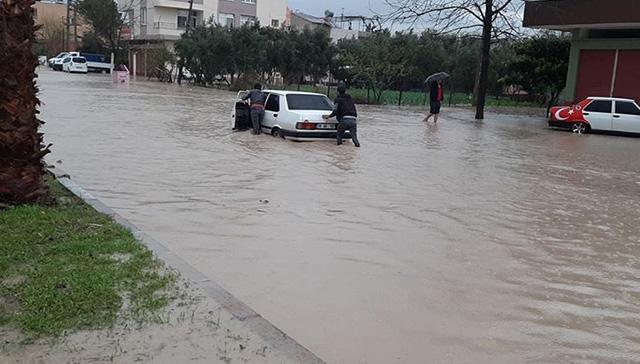 Osmaniye'de şiddetli yağmur su baskınlarına neden oldu