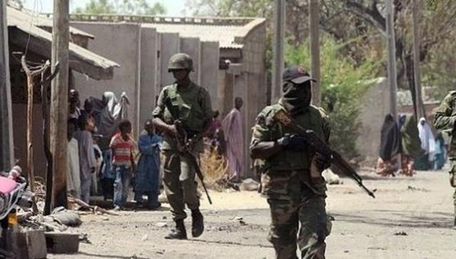 Nijerya'da silahlı çete üyesi 18 kişi öldürüldü