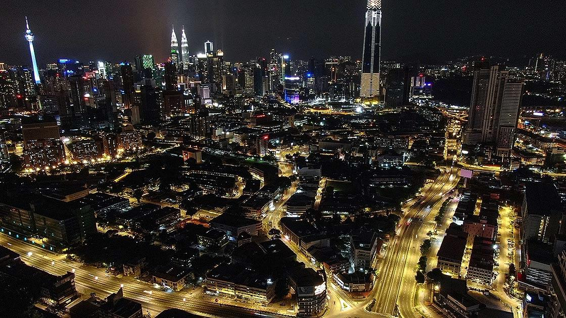 Malezya'da polis kısmi sokağa çıkma yasağını İHA'larla gözetliyor