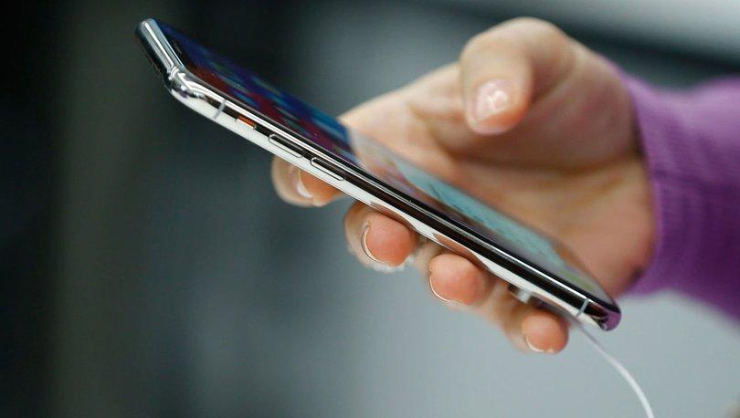 Uzmanlar uyardı: Koronavirüs cep telefonundan bulaşabilir!